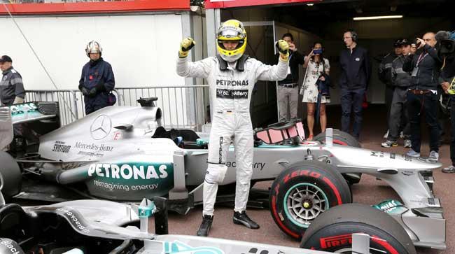 Com erro de Hamilton, Rosberg vence o GP de Mônaco e se iguala a Senna