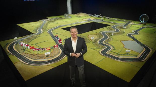 Ex-piloto da Fórmula 1, Martin Brundle, cria a pista de autorama mais incrível do mundo