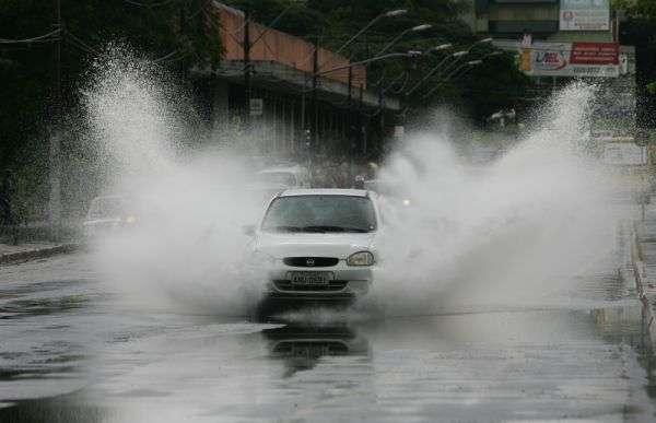 Dicas para dirigir em segurança em dias chuvosos
