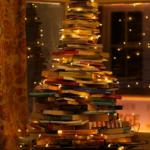 Tem muitos livros? Eles podem sair da estante e entrar na decoração.