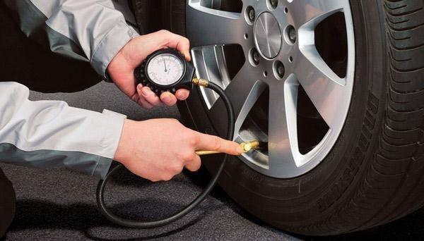 Teste confirma os perigos de andar com pneus descalibrados