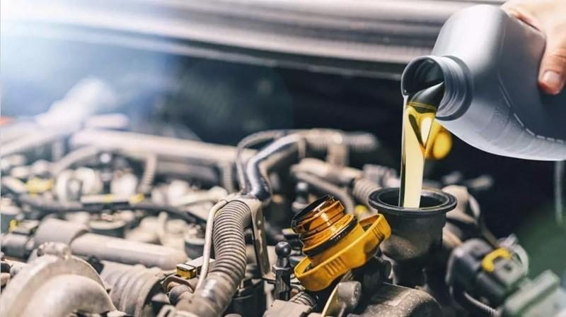 Quando verificar a troca de óleo, fluidos e filtros e revisão de suspensão?