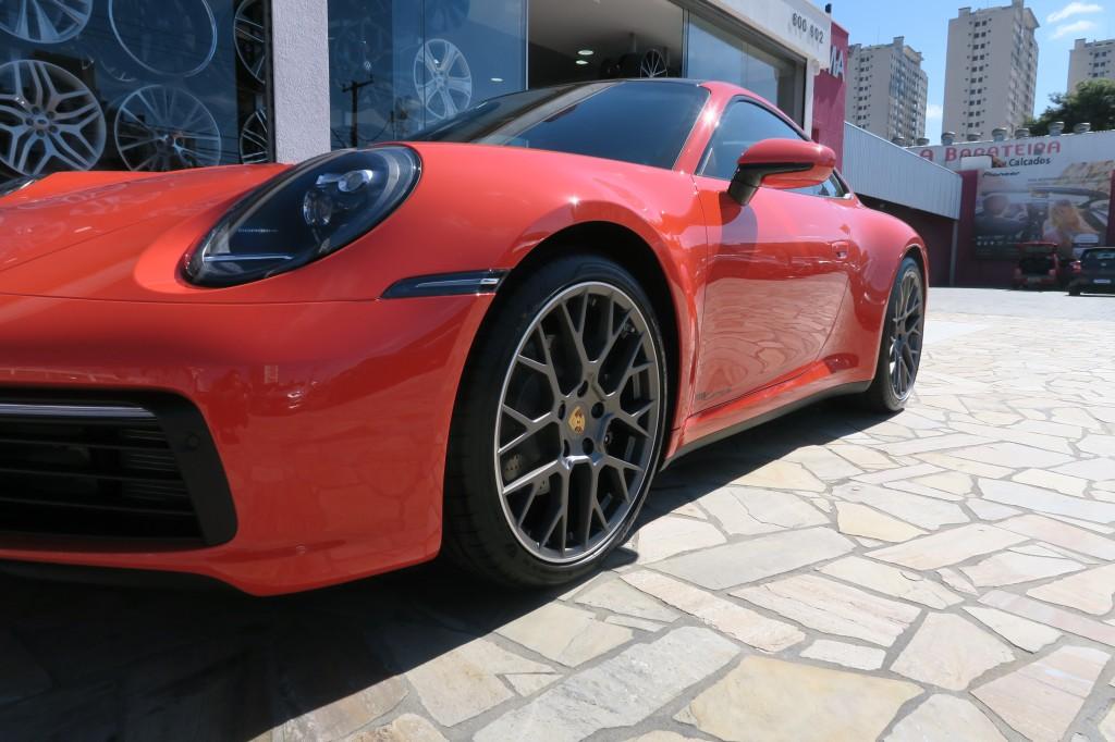 Porsche 911 Carrera vermelho